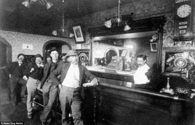 05.Saloon_bar staff often cut their liquor with ammonia, gunpowder or even cayenne pepper